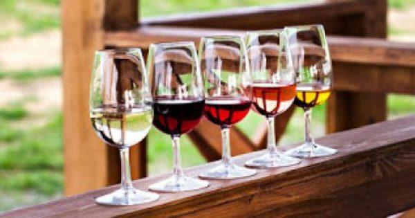 Λευκό vs κόκκινο κρασί: Πόσες θερμίδες έχει το καθένα