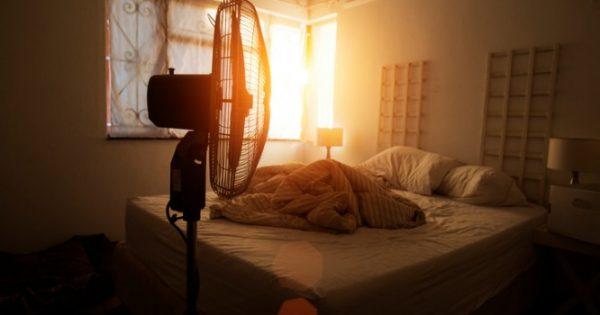 Γιατί πρέπει να ΜΗΝ κοιμάστε με τον ανεμιστήρα σε διαρκή λειτουργία – Λόγοι υγείας