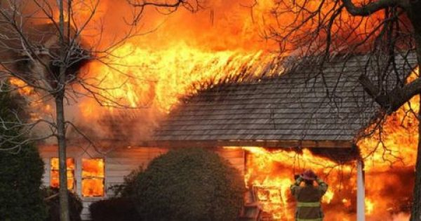 Τι πρέπει και τι δεν πρέπει να κάνετε αν η φωτιά πλησιάζει στο σπίτι σας
