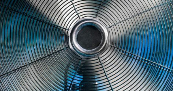 Ο ανεμιστήρας κάνει κακό από τους 35°C και πάνω – Δείτε τι συμβαίνει τότε!