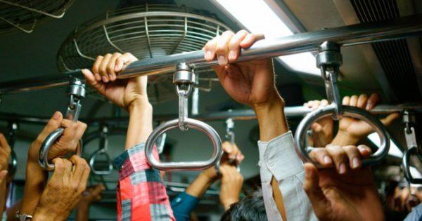 Μπαίνουμε στο μετρό και βγαίνοντας έχουμε μαζέψει χιλιάδες βακτήρια!