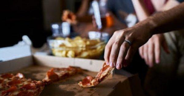 Οι 6 τροφές που πρέπει πάση θυσία να αποφεύγετε το βράδυ