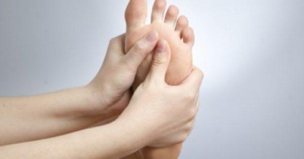 Πόνος στο πέλμα: Πού μπορεί να οφείλεται