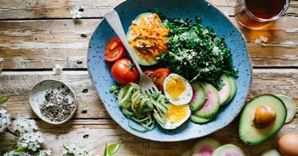10 τροφές που βοηθούν το σώμα σου να αδυνατίσει (χωρίς δίαιτα)