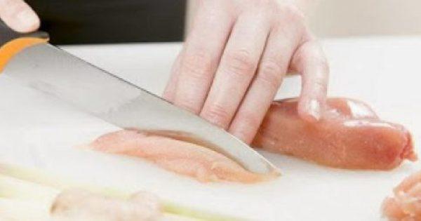 Ωμό κοτόπουλο: 8 λάθη που βάζουν σε κίνδυνο την υγεία σας