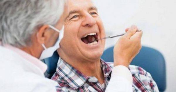 Ελάχιστοι ηλικιωμένοι βουρτσίζουν καθημερινά τα δόντια τους