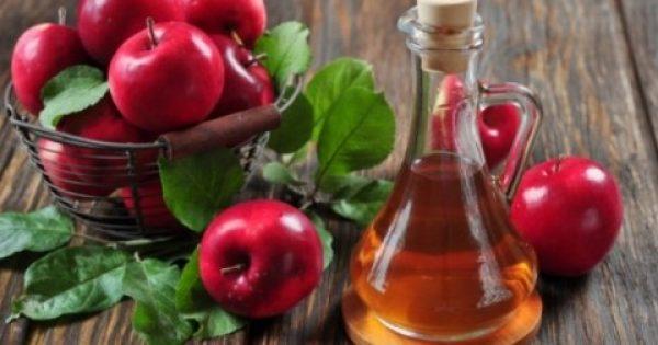 Γιατί επιβάλλεται να βάλετε το μηλόξυδο στο ντουλάπι… των καλλυντικών!