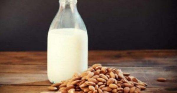 5 αλλαγές που θα παρατηρήσετε αν πίνετε καθημερινά γάλα αμυγδάλου με μέλι