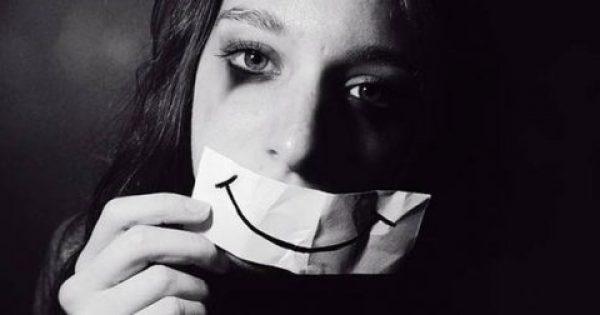 Τι είναι η χαμογελαστή κατάθλιψη – Ποια είναι τα κρυφά σημάδια