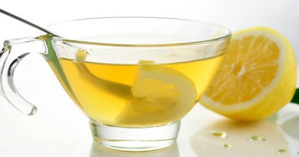 Να γιατί πρέπει να πίνεις ζεστό νερό με λεμόνι κάθε πρωί…