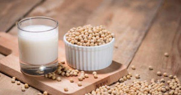 Γάλα σόγιας: Γιατί θεωρείται το καλύτερο υποκατάστατο του ζωικού γάλακτος