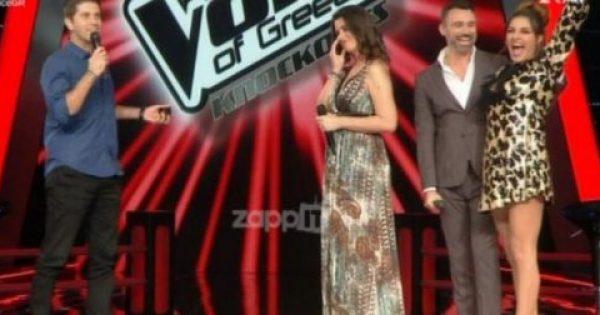 The Voice: Ανέβηκε στη σκηνή και της έκανε πρόταση γάμου! Στο κόλπο η Παπαρίζου!