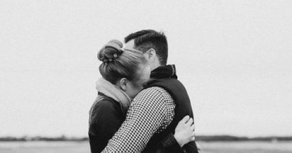 Το χάδι και η αγκαλιά μειώνουν το άγχος, τους παλμούς της καρδιάς και την υψηλή πίεση.
