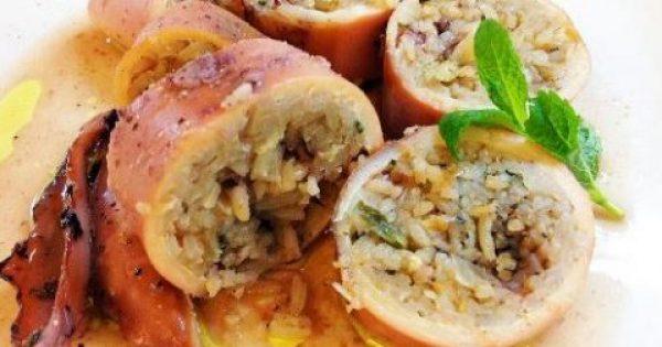 Καλαμαράκια γεμιστά με ρύζι, κρεμμύδια και μαϊντανό