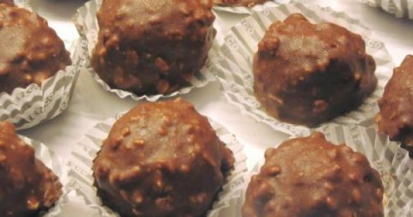 Φτιάχνουμε σπιτικά σοκολατάκια FERRERO ROCHER. Μήπως σας κακομαθαίνω;