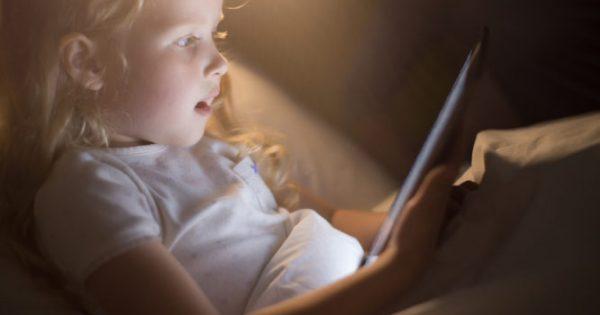 Μεγάλη προσοχή σε κινητά, tablets και υπολογιστές: Επηρεάζουν τον εγκέφαλο των παιδιών!!!