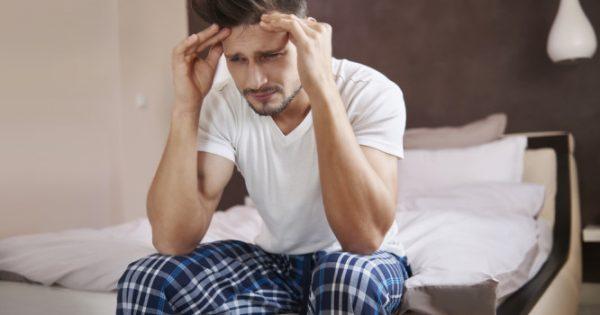 Πονοκέφαλος μετά τον ύπνο: 6 πιθανές αιτίες και τι πρέπει να κάνετε