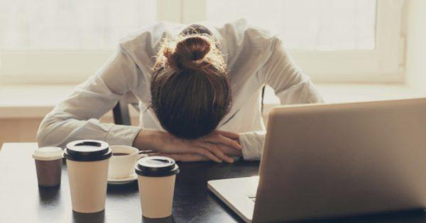 10 πιθανοί λόγοι υγείας που νιώθετε συχνά κούραση όλη την ημέρα – Μην το αγνοείτε!!!