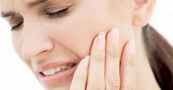 Πονόδοντος όταν πίνετε κάτι ζεστό ή κρύο: Πού οφείλεται και τι να κάνετε