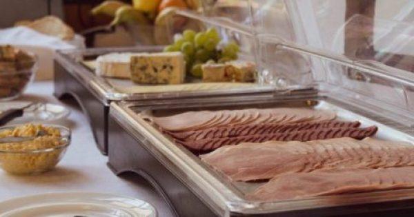 Οι 10 τροφές που δεν πρέπει ποτέ να τρως από έναν μπουφέ -Διατροφολόγοι αποκαλύπτουν
