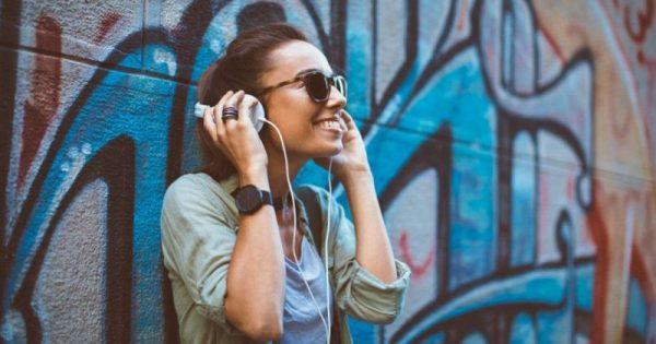 Πάνω από ένα δισ. άνθρωποι κινδυνεύουν να χάσουν την ακοή τους -Ο Π.Ο.Υ. προειδοποιεί για τον κίνδυνο των ακουστικών