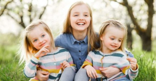 Όσοι έχουν αδερφή έχουν και λιγότερες πιθανότητες για κατάθλιψη