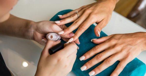 Βάφετε συχνά τα νύχια σας; Δείτε ποιους κινδύνους κρύβει …το βερνίκι των νυχιών!