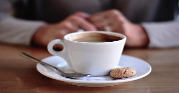 Γιατί ΔΕΝ πρέπει να πίνουμε καφέ και τσάι