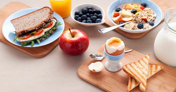 Η ελληνική «συνταγή» για γερή καρδιά: Πλούσιο πρωινό, λιγότερη TV