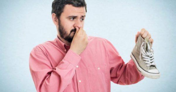 Παπούτσια που μυρίζουν άσχημα: 3 εύκολες και γρήγορες λύσεις