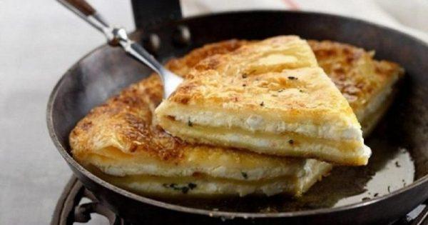 Απολαύστε εύκολη τυρόπιτα τηγανιού με φύλλα κρούστας