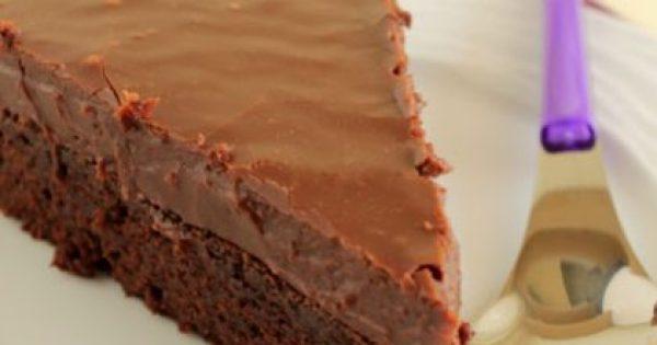 Τούρτα brownie με επικάλυψη fudge πραλίνας φουντουκιού