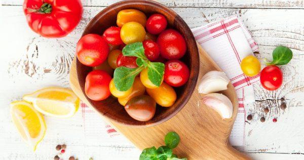 Το κόκκινο φρούτο που προστατεύει την καρδιά και το δέρμα
