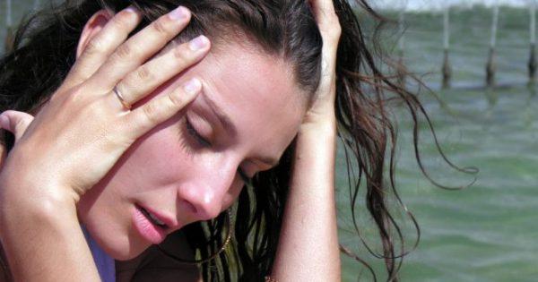 Γιατί με την ζέστη έχετε πιο συχνούς πονοκεφάλους – Τι συμβαίνει στο σώμα