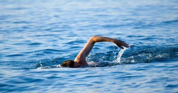 Τι κάνουμε αν μας πιάσει κράμπα την ώρα που κολυμπάμε