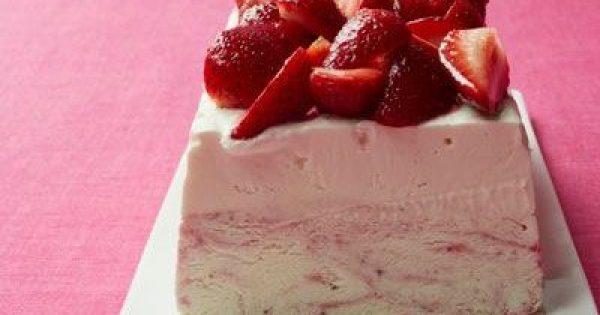 Παγωτό cheesecake φράουλας με ζαχαρούχο γάλα
