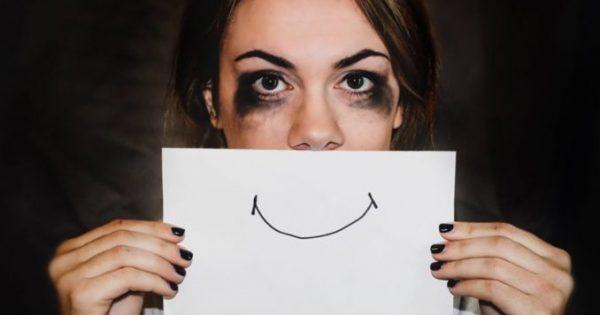 Χαμογελαστή κατάθλιψη: Μήπως έχετε κατάθλιψη ενώ δείχνετε χαρούμενοι;
