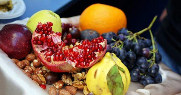 Το νόστιμο φρούτο που προστατεύει από καρδιοπάθειες