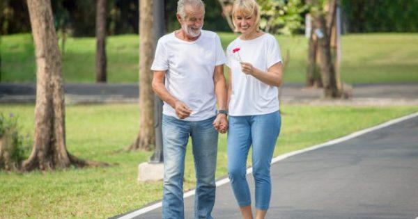 Νόσος Αλτσχάιμερ: Πόσα βήματα την ημέρα προστατεύουν το μυαλό