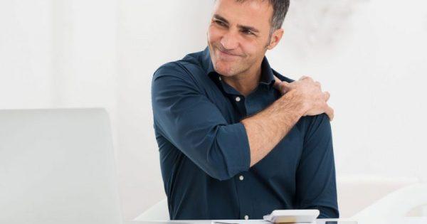 Τρεις εύκολοι τρόποι να γλιτώσουμε από τον πόνο στον αυχένα