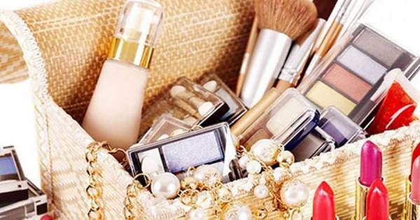 Συμβατικά καλλυντικά: Τα οφέλη από τη διακοπή της χρήσης τους