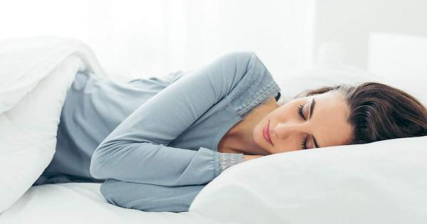 Τι να κάνετε 90′ πριν κοιμηθείτε για να βεβαιωθείτε ότι θα σας πάρει ο ύπνος