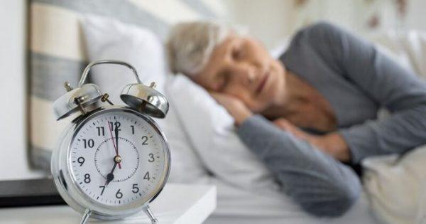 Αλτσχάιμερ: Το πρώιμο σημάδι που φαίνεται στον ύπνο